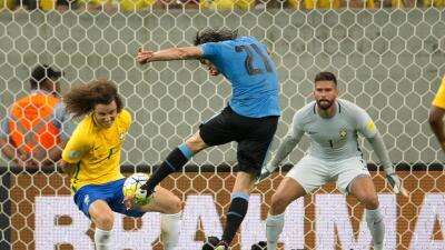 Brasil 2-2 Uruguay: Uruguay se repone con garra de un 2-0 y empata a Brasil