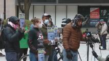 Activistas en Chicago se manifestaron y celebraron pacíficamente el veredicto en el caso de George Floyd