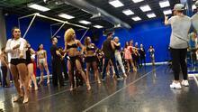 Ser bailarín en '¡Mira Quién Baila!' es más difícil de lo que imaginas y aquí te lo mostramos