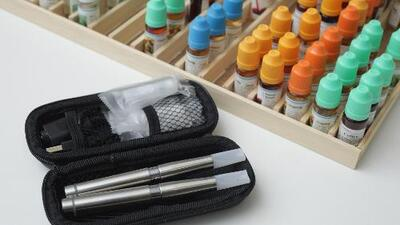 Padres opinan sobre el bloqueo temporal de la prohibición de venta de cigarrillos electrónicos con sabor