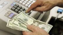 Salario, multas y gasolina: los aumentos que entran en vigor este año en Chicago y que afectan tu bolsillo