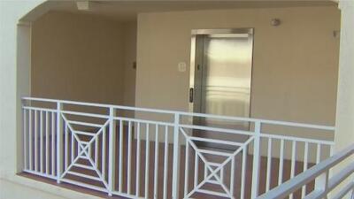 Residentes de un centro para ancianos en Hialeah se quejan por falta de ascensores que dificulta su movilidad