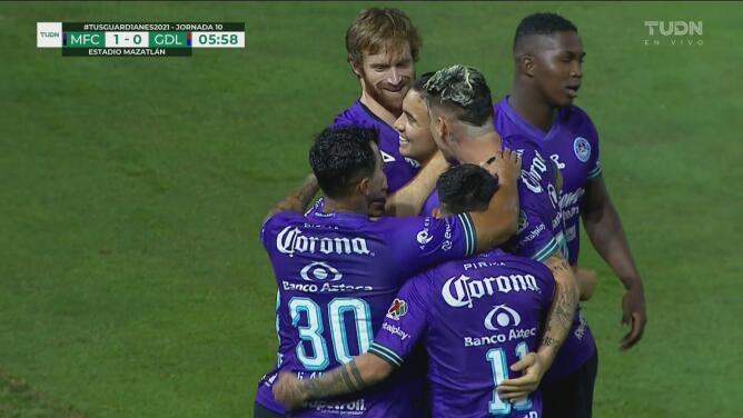 ¡Madrugan a Chivas! Nico Díaz aparece solo y sentencia el 1-0