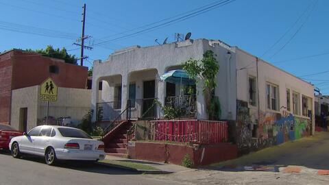 Residentes de Boyle Heights intentan evitar que los desalojen de sus viviendas