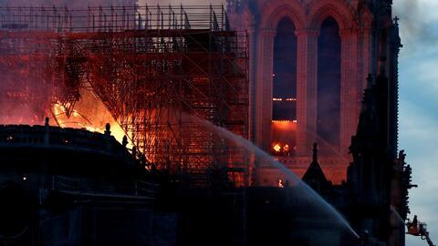¿Por qué los bomberos no pudieron intervenir antes para apagar el fuego en la Catedral de Notre Dame?
