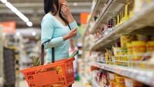 Ante el alza en los precios de supermercado, experto ofrece consejos para ahorrar algunos dólares