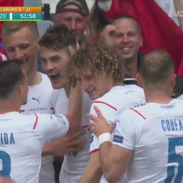 ¡Golazo desde media cancha! Patrik Schick marca el 0-2 de República Checa