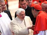 Benedicto XVI niega haber coescrito libro que critica al papa Francisco por su idea de ordenar hombres casados como sacerdotes