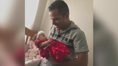 """""""No la solté ni un momento"""": Padre de la bebé cuya madre murió en el parto por fin conoce a su hija"""