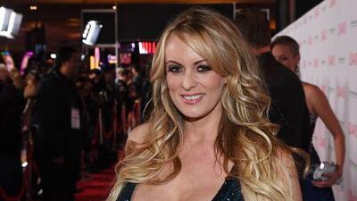 El marido de Stormy Daniels le pide el divorcio por adulterio y solicita una orden de alejamiento