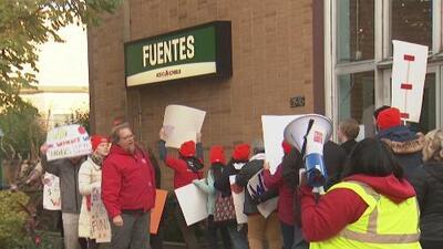 Maestros de escuelas charter Acero votan para irse a huelga si no logran nuevo contrato laboral