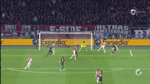 Cristiano Ronaldo intimida a la zaga del Ajax ganando todos los cabezazos