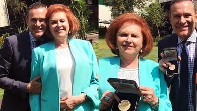 Lágrimas de orgullo y felicidad: la madre de Alan Tacher recibió un reconocimiento por 50 años como maestra