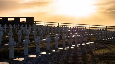 90 tumbas, 90 nombres: la historia de los argentinos desconocidos enterrados por décadas en Malvinas