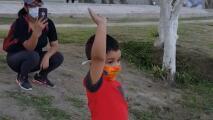 """""""Te amo mucho"""": el emotivo video de un abuelo cantando las mañanitas a su nieto desde el otro lado de la frontera"""