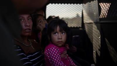 En un minuto: Más chequeos médicos en la frontera tras la muerte de dos niños migrantes