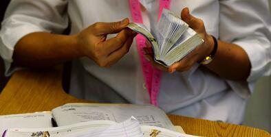 SRP ofrece hasta $2,500 a los maestros de Arizona que lo necesiten