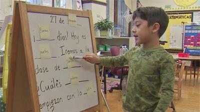 Más escuelas de CPS se sumarán al programa de lenguaje dual en el área de Chicago