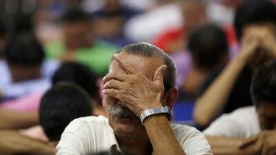 """""""Él me sacó a mí de la inmundicia"""": feligreses de Miami defienden a capa y espada al líder de la iglesia La Luz del Mundo"""