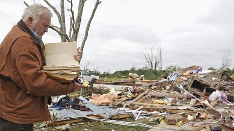 En un minuto: Al menos 8 muertos dejan potentes tornados y tormentas en Texas y Mississippi