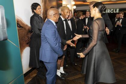 La duquesa de Sussex no continuó sin también intercambiar unas palabras con el cantautor Pharrell Williams.