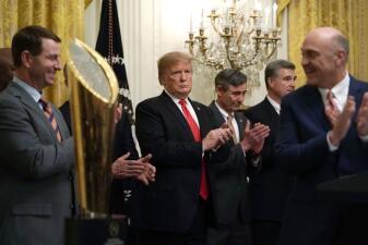 En fotos: Donald Trump recibió con este peculiar banquete a los campeones Clemson Tigers