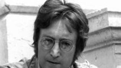 Escritor asegura que asesino de John Lennon lo mató por órdenes de alienígenas