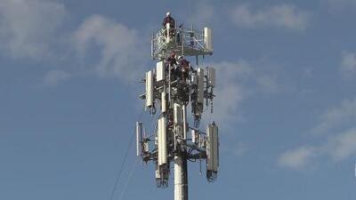 Tenso rescate en torre de celulares finaliza tras empleado quedar a salvo