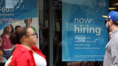 Estados Unidos generó 213,000 puestos de trabajo en junio y el desempleo sube levemente al 4%