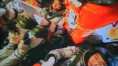Los astronautas chinos hablan desde el espacio con Hu Jintao