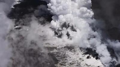 La espectacular nube de vapor que se formó cuando la lava del volcán Kilauea llegó al mar