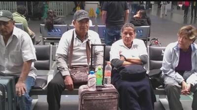 La pesadilla que viven 21 mexicanos que pagaron cientos de dólares en tiquetes para visitar a sus hijos en Los Ángeles