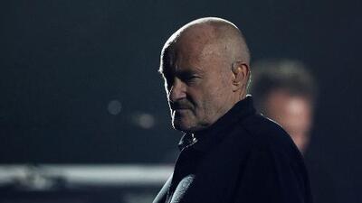 Phil Collins sufre aparatosa caída cuando se dirigía de noche al baño