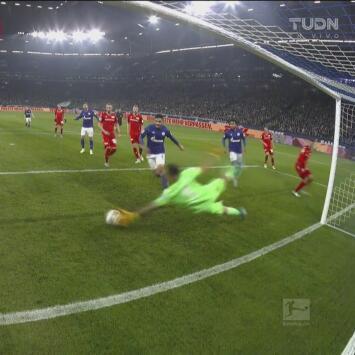 Rafal Gikiewicz sigue imbatible, le quita la anotación al Schalke 04