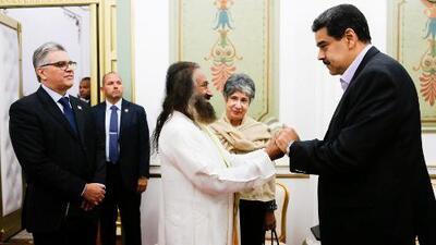 Un reconocido gurú indio, el refuerzo de Maduro en las negociaciones con la oposición venezolana