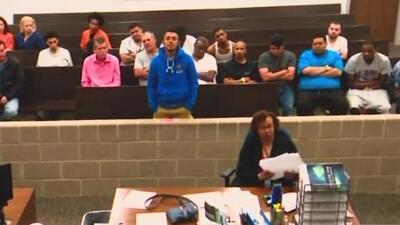 Comparece ante un juez el hispano acusado del asesinato de un empleado, quien lo denunció antes de morir