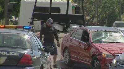 Buscan a conductor que disparó contra una vivienda y chocó dos autos cuando intentaba escapar