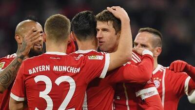 Dobletes de Müller y Lewandoski tienen al Bayern más líder que nunca