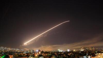 """EEUU, Francia y Reino Unido bombardean """"centros de almacenamiento de armas químicas"""" en Siria"""