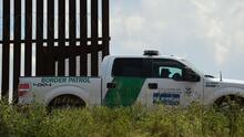 """Patrulla Fronteriza descubre una """"casa de seguridad"""" con más de 100 inmigrantes en Texas"""