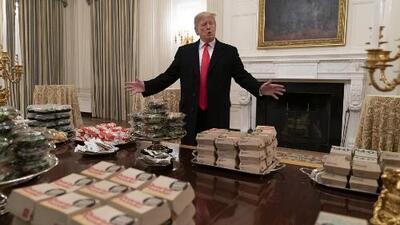 Donald Trump recibe a los Clemson Tigers con comida rápida