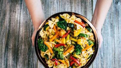 Ensalada de pasta con vegetales