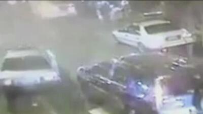 Cámaras captan el momento en el que un conductor atropelló a un policía