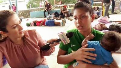 Esta joven hondureña celebró sus XV años en la caravana migrante y con su bebé de 3 meses en brazos