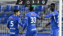Gerardo Arteaga da pase para gol en derrota del Genk