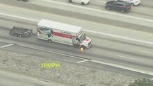 Emergencia en la autopista 91 de Los Ángeles este martes por persecución a un camión de mudanzas