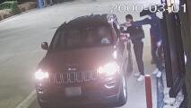 Dos sospechosos le roban el auto a un hombre en el 'drive-thru' de un Burger King al este de Houston