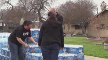 Decenas de residentes de San Antonio se ven beneficiados por el reparto de suministros básicos