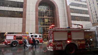 Al menos una persona murió tras el choque de un helicóptero al intentar aterrizar en un edificio de Manhattan