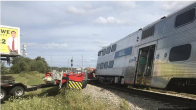 Tren de Metra se descarrila tras accidente con un camión en el sur de Chicago